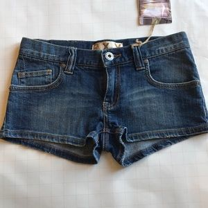 f5a99b4aed32 Size small Roxy jean shorts Roxy jean shorts. New with tag.